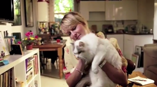 Mulher Solteira Com Gatos-2353