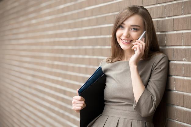 Olhando Para Mulheres Gratuito Com Número De Telefone-8990